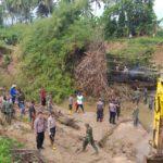 Goro Bersihkan Batang Lamposi,Camat Latina Ucapkan Terima Kepada TNI Polri