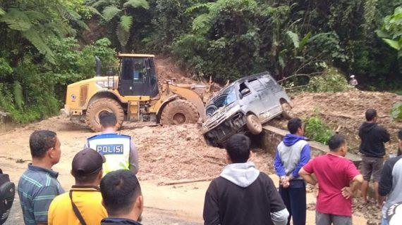 Lonsor di Ulu Air, Joni Amir Himbau Pengguna Jalan Raya Untuk Meningkatkan Kewaspadaan