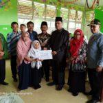 Bupati Lima Puluh Kota Serahkan  Bantuan Untuk Husnul Khotimah